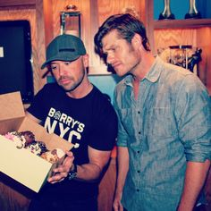 pickin out cupcakes ain't easy w Chris Carmack aka Will Lexington.  @realcarmack #Nashville filter by cmtcody