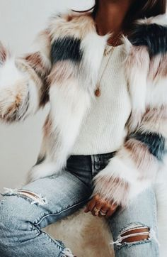 Faux fur coat with pink and white and blue patches. Cute outfit for this winter season. Look Fashion, Fashion Outfits, Womens Fashion, 90s Fashion, Sporty Fashion, Fashion Check, Sporty Chic, Fasion, Fashion Styles
