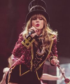 taylor swift performing in her classy cirus costume at the Red Tour!