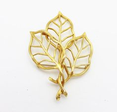 Golden Leaf Vintage Brooch for Fall  The perfect lightweight but large brooch to wear on your fall jacket or coat. This golden leaf measures 2 1/4