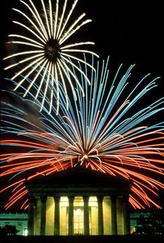 of July fireworks over the Philadelphia Museum of Art. Even the fireworks are feeling patriotic with the red, white, and blue! Philadelphia 4th Of July, Philadelphia Museum Of Art, 4th Of July Fireworks, Fourth Of July, Fire Works, Cool Tats, God Bless America, Art Museum, Cool Pictures