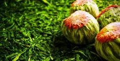 Aroma je v dnešní době dáváno do souvislosti se všelijakou chemií v potravinách. Kvalitní aromatizované čaje však nejsou dílem laboratoře, ale staletí tradic ovoňování libovonnými květy. Více na www.tastea.cz Onion, Vegetables, Food, Chemistry, Onions, Essen, Vegetable Recipes, Meals, Yemek