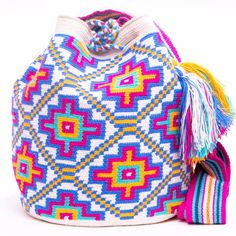 Cabo Wayuu Bag - MOCHILAS WAYUU BAGS Tapestry Bag, Tapestry Crochet, Knit Crochet, Crotchet Bags, Knitted Bags, Contemporary Embroidery, Backpack Bags, Bunt, Crochet Projects