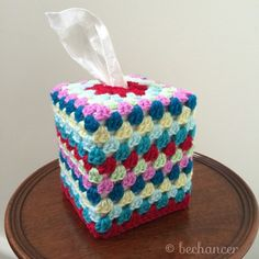 Granny Square Tissue Cozy by Bechancer Crochet Hot Pads, Crochet Cozy, Crochet Cushions, Crochet Granny, Crochet Gifts, Crochet Motif, Crochet Stitches, Crochet Patterns, Crochet Coaster