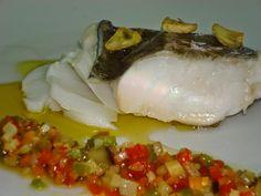 Ingredientes:     4 piezas de lomo de bacalao   Aceite de girasol   Aceite de oliva VE   Una zanahoria   Una berenjena   Un calabacín  ...