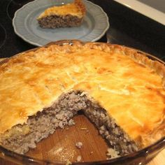 Best French Meat Pie Advertisements Ingredients: 1 lb ground beef 8 ounces ground pork onion, finely chopped water 2 large potatoes, peeled, cut into quarters salt allspice ground cloves teaspoon pepper 1 double crust pie crust Advertisements. French Meat Pie, French Pork Pie Recipe, Meat Recipes, Cooking Recipes, Healthy Recipes, Cooking Ham, Cooking Steak, Pasta Recipes, Recipes