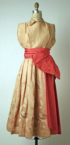 Christian Dior S/S 1949 ensemble of linen & silk. The Met, gift of Mrs. Phyllis Lambert, 1954. Accession Number: C.I.54.6.6a–d