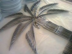 Funny pictures about Clever Cutlery Art. Oh, and cool pics about Clever Cutlery Art. Also, Clever Cutlery Art photos. Deco Buffet, Deco Table, Buffet Set, Buffet Tables, Party Buffet, Buffet Displays, Food Displays, Luau Party, Beach Party