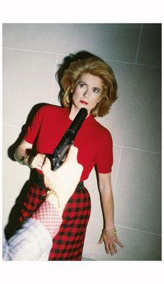 Catherine Deneuve posa per un servizio di Nouvel Observateur, Parigi, 1983