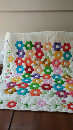Nazire Aksoy patchwork yatak örtüsü