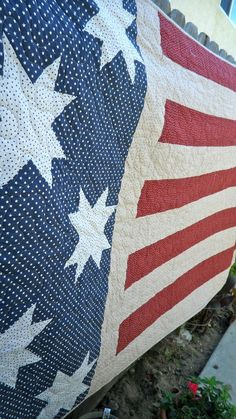 Red White and Blue American Flag Quilt by KaleidoscopeOfColors Patriotic Quilts, Patriotic Crafts, Patriotic Party, July Crafts, American Flag Quilt, Blue Quilts, White Quilts, Quilt Of Valor, Patriotic Decorations