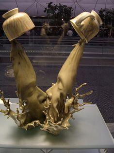 Coffee Kiss Illusion by Tsang Cheung Shing | Mighty Optical Illusions #Installation #Tsang_Cheung_Shing