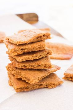 These paleo gluten-free graham crackers are an easy 15 minute recipe that uses simple ingredients to make moist-on-the-inside and toasted-on-the-outside squares just in time for s'more season! www.BlessHerHeartYall.com
