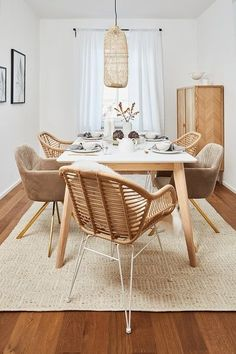 A classic in rattan look. The Costa armchair by Oküome gives your dining room natu Living Room Carpet, Home Living, Apartment Living, Interior Exterior, Room Interior, Interior Design Living Room, Minimalist Dining Room, Natural Living, Dining Table Chairs