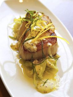 Pork with leeks and mustard-Maiale ai porri e senape For a true chef& dinner, try the pork with leeks and mustard. A simple meat recipe that will make you look great at the table. Easter Dinner Recipes, Best Dinner Recipes, Meat Recipes, Seafood Recipes, Daily Meals, Seafood Dishes, Casserole Dishes, Italian Recipes, Good Food