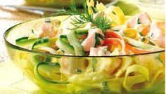 """750g vous propose la recette """"Salade de pâtes au saumon"""" notée 4.4/5 par 173 votants."""