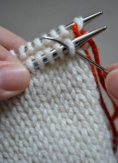 Kitchener Stitch - Knitting Tutorials: Finishing Techniques - Knitting Crochet Sewing Embroidery Crafts Patterns and Ideas! Knitting Basics, Knitting Help, Knitting Socks, Knitting Stitches, Knitting Projects, Crochet Projects, Knitting Patterns, Knitting Tutorials, Crafts