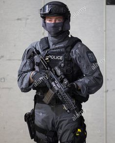Swat Police, Police Uniforms, Police Cars, Police Officer, Uk Arms, London Police, C Ops, Futuristic Armour, Chest Rig