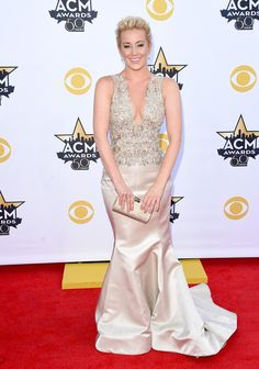 4d5a288e03d Country singer Kellie Pickler pulled her hair back and let her Lorena Sarbu  dress do all the talking! The beauty showed off her curves while walking  the red ...