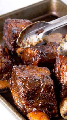 Recipe for Slow Cooker BBQ Short Ribs Recipe for Slow Cooker BBQ Short Ribs - These babies are so good there won't be leftovers! A little bit sweet with just the right amount of mustardy zest. If you're feeding a big crowd, double or triple the recipe. Short Ribs Slow Cooker, Crock Pot Slow Cooker, Crock Pot Cooking, Slow Cooker Recipes, Crockpot Recipes, Cooking Recipes, Bbq Short Ribs, Braised Short Ribs, Barbecue Ribs
