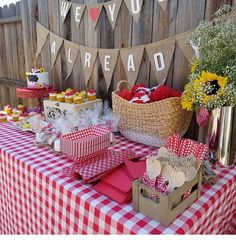 Baby Q Shower, Diaper Shower, Baby Shower Themes, Shower Ideas, Picnic Baby Showers, Baby Shower Parties, Bbq Party Decorations, Baby Shower Decorations, Picnic Theme