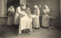 Catholic nun nurses assist with a surgery, Vienna, ca. 1910