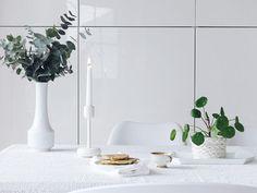 Auf der Mammilade-n-Seite des Lebens | Personal Lifestyle Blog | 5 Lieblinge, Weisheiten und Wohneinblicke mit viel Weiß der Woche | Rezept fuer saftige Bananen-Pfannkuchen | Pilea Peperomioides | Eukalyptus