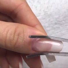 Fiberglass Design This is an example of what the fiberglass can achieve when used judiciously. Relax and watch very well and you improve your nail Diy Nails, Cute Nails, Pretty Nails, Simple Nail Art Designs, Nail Designs, Fiberglass Nails, Damaged Nails, Nail Repair, Nail Art Videos