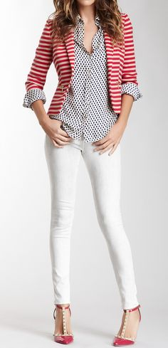 I like this mix of dots and stripes. Are the skinny jeans white or light grey?