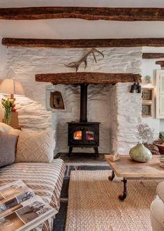 Cottage Living Rooms, Cottage Homes, Home Living Room, Cottage Rugs, Wood Cottage, Farm Cottage, Country Cottage Interiors, Country Cottages, Cotswold Cottage Interior