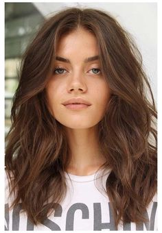 middle part wavy hair