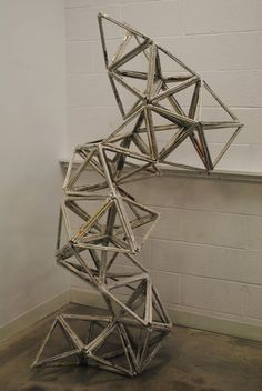 Geometric Newspaper Sculpture by Danielle Williams. The assignment was to create a tower structure that could hold weight as well as being aesthetically pleasing. DNA and molecular formations are the inspiration. Sculpture Lessons, Sculpture Projects, Art Sculpture, Sculpture Ideas, 3d Art Projects, High School Art Projects, Middle School Art, Art School, Classe D'art