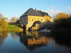 moulin à eau de Grand-Fayt prés de Maroilles. Nord (France)