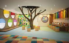 Uma brinquedoteca divertida e diferente! Para quem tem espaço de sobra para dedicar à esse espaço é perfeita. Os nichos coloridos para descanso são lindos, e a ideia da roda ao entorno da árvore é um jeito bacana de reunir as crianças. O recorte no forro ajuda a criar a ilusão de estarmos realmente ao entorno de uma árvore, como se estivéssemos no parque. Trazer um pouco da natureza para esses espaços pode ser uma ótima alternativa.