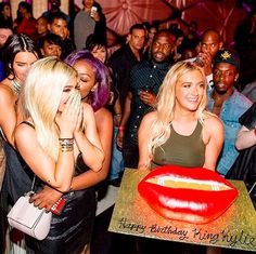 What diss? Kylie Jenner may have been poking fun at Blac Chyna with her giant red lips-shaped birthday cake on Aug. 7, but HollywoodLife.com has learned EXCLUSIVELY that it's Tyga's ex who's having the last laugh over the matter: 'It made Kylie look foolish.'