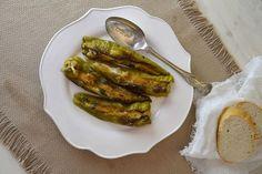 Contorno o secondo piatto sfizioso a base di verdure? A voi la scelta. Ecco come si preparano i friggitelli ripieni al forno.