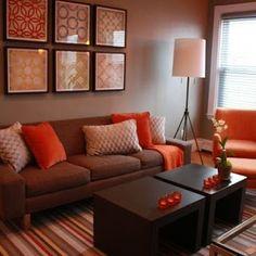 sala color marrón naranja