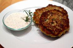 die Küchenchefin: Zucchini-Couscous Laibchen mit Basilikum-Dip