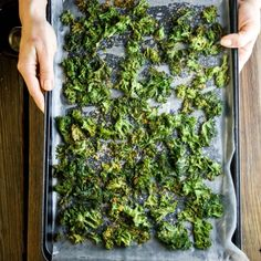 How to Make Kale Chips Super Crispy is part of Making kale chips How to Make Kale Chips Super Crispy no more soggy, burnt kale chips! Here& how to make kale chips crisp, delicious and snackable! Kale Chips Oven, Roasted Kale Chips, Veggie Chips, Baked Kale Chips, Roasted Kale Recipes, Kale Crisps, Healthy Snacks, Healthy Eating, Healthy Recipes