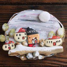 #kar#kış#kardanadam#köşe#dekor#sunum#ev#home#taşboyama#stone#stonepaint#painted#painting#ağaç#kütük#odun#tahta#ahşap#baykuş#evler#taş#kışvakti#mevsim#kozalak