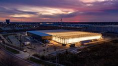 Gotham Greens opens second greenhouse in rapidly redeveloping Pullman - Curbed Chicago Large Greenhouse, Indoor Greenhouse, Urban Agriculture, Urban Farming, Chicago Location, Indoor Farming, Chicago Neighborhoods, Vertical Farming, Beverly Hills Hotel