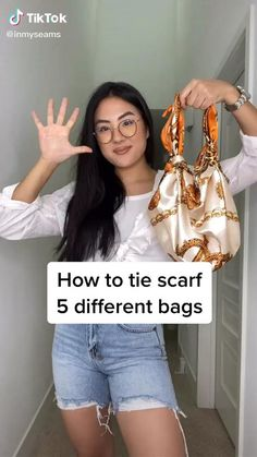 Diy Fashion Hacks, Fashion Outfits, Fashion Tips, Diy Fashion Videos, Style Fashion, Fashion Weeks, Ways To Wear A Scarf, How To Wear Scarves, Diy Scarf