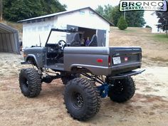 I totally enjoy this paint color for this lifted ford Classic Bronco, Classic Ford Broncos, Classic Chevy Trucks, Classic Cars, Cool Trucks, Big Trucks, Tundra Truck, Lifted Tundra, Bronco Truck