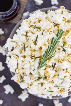Msg 4 21+ This Rosemary Garlic Popcorn is drizzled with a buttery mix filled with fresh rosemary and a hint of garlic. Simple, easy, and perfect for on-the-go entertaining, this crunchy snack is sure to be the hit of any party! #ShareWine #ad