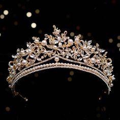 Hair Accessories For Women, Wedding Hair Accessories, Gold Wedding Crowns, Crown Aesthetic, Crown Party, Bride Tiara, Accesorios Casual, Gold Crown, Tiaras And Crowns