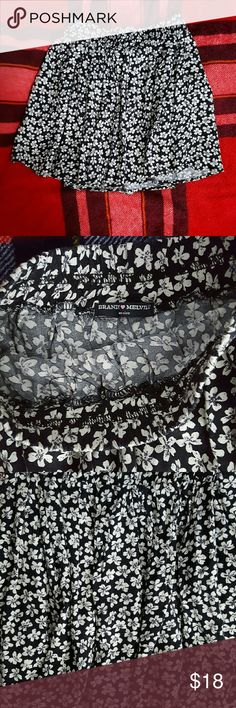 Brandy Melville Floral Skirt Like new Brandy Melville skirt with flower print. Feel free to ask any questions!  *** Bundle 2+ items and get 20% off *** ***** Can ship within 24 hours***** Brandy Melville Skirts Mini