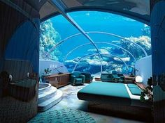 zo wil ik mijn slaapkamer wel   Jules Underwater Lodge, Key Largo, Florida, USA  This retired research lab is now the world's first underwater hotel, which rests five feet from a tropical lagoon. It is only accessible via scuba diving. To enter the hotel divers travel 21 feet from the surface.