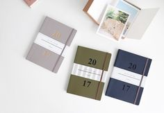 2017 Journal J Planner | 2 pages of Calendar (2017 – 2018) | 2 pages of Yearly Plan | 28 pages of Monthly Plan (14 months) | 122 pages of Weekly Plan (61 weeks) | 14 pages of Patterned Note | 14 pages of Plain Note