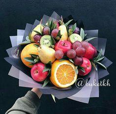 Букети Food Bouquet, Gift Bouquet, Vegetable Bouquet, Edible Bouquets, Fruit Decorations, Beautiful Rose Flowers, Festa Party, Edible Arrangements, Fruits Basket