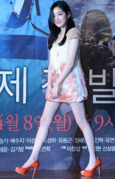 배우 이유비 아찔한 치마 길이 '너무 짧은거 아니야?'